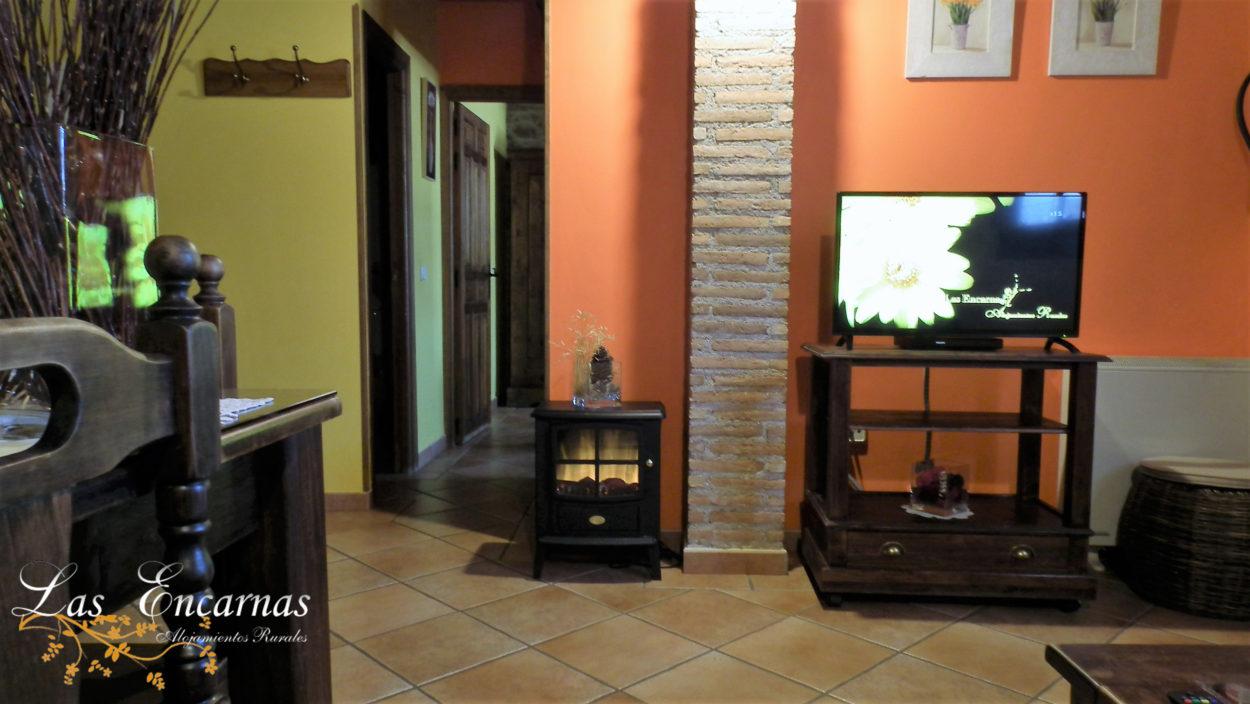 """Televisión de 32"""", DVD, chimenea eléctrica, 2 habitaciones"""